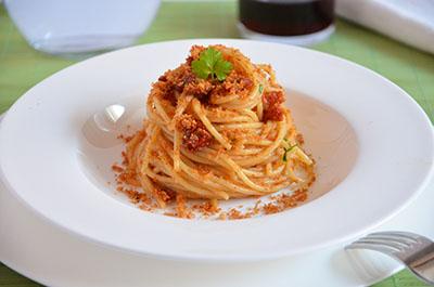 Spaghetti pomodori secchi e acciughe