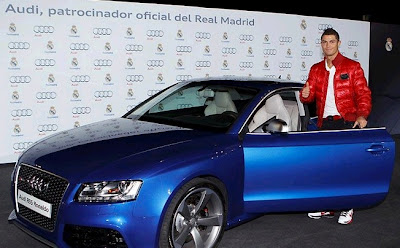 Cristiano Ronaldo with an spectacular blue Audi RS5