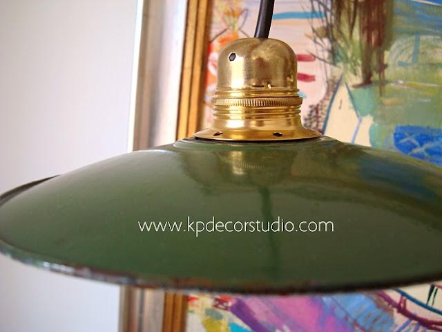 Comprar lámpara estilo industrial esmaltada color verde para cocinas
