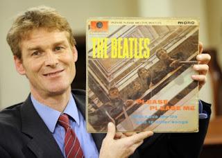 """Primeira prensagem de """"Please Please Me"""" autografado pelos Beatles irá a leilão"""