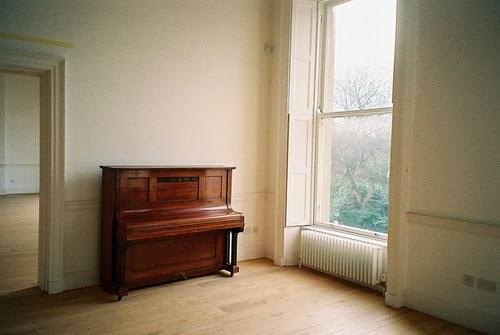 piano en una casa antigua