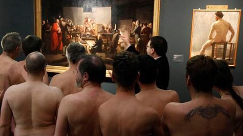 SEBAHAGIAN pengunjung pameran Nude Men from 1800 to Today di Muzium Leopold, Vienna, kelmarin.