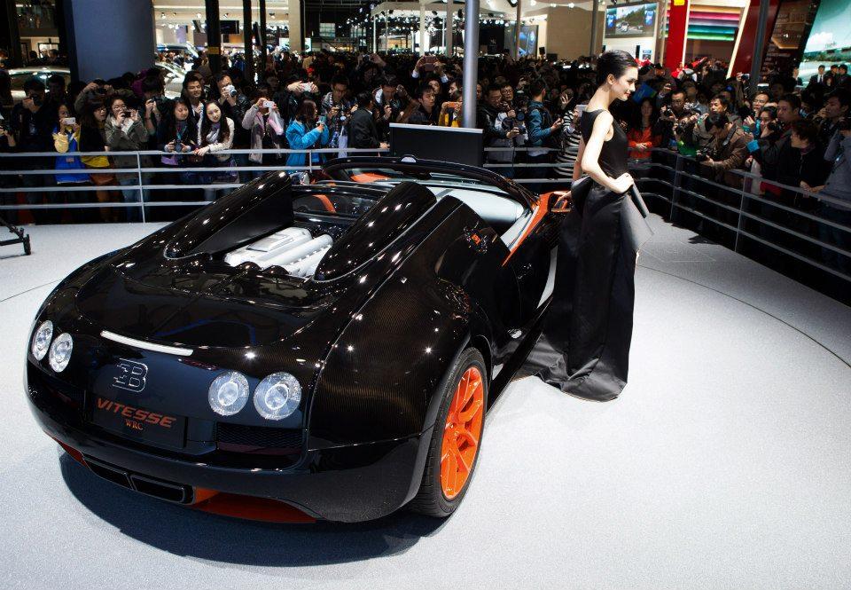 descubre tu mundo detalles del nuevo bugatti veyron 16 4 grand sport vitesse 2013. Black Bedroom Furniture Sets. Home Design Ideas