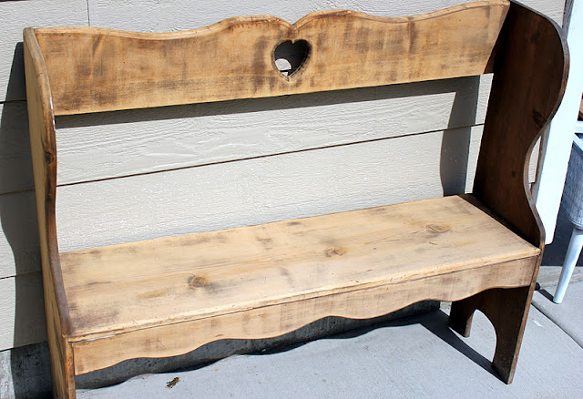 repurposing an outdated bench http://bec4-beyondthepicketfence.blogspot.com/2011/10/dont-go-breaking-my-heart.html