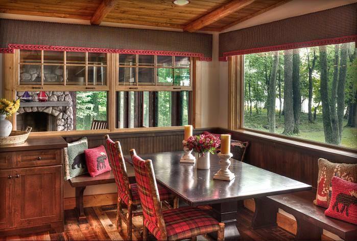 Деревянный дом в американском стиле, столовая