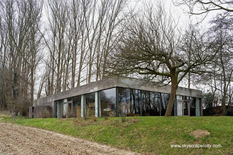 Residencia con aspecto de bunker brutalista