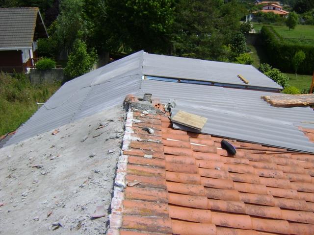 el sexagenario cubierta tejado de una casa unifamiliar