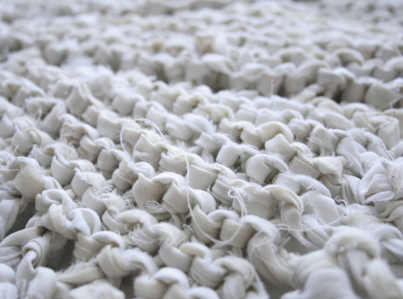 Knitting Pattern For Rug : Little Projectiles: Knitted Rag Rug