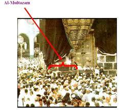 Ka'bah yang terletak di antara Hajar Aswad dengan pintu Ka'bah. Tempat ...