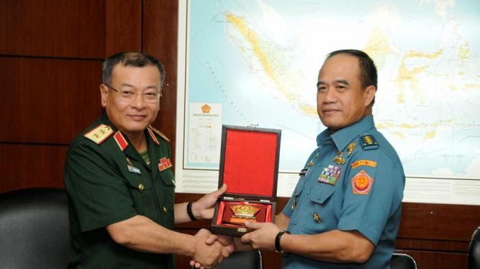 Kasum TNI Laksdya TNI Ade Supandi, menerima kunjungan Dirjen Intelijen Pertahanan Vietnam Letjen Pham Ngoc Hung