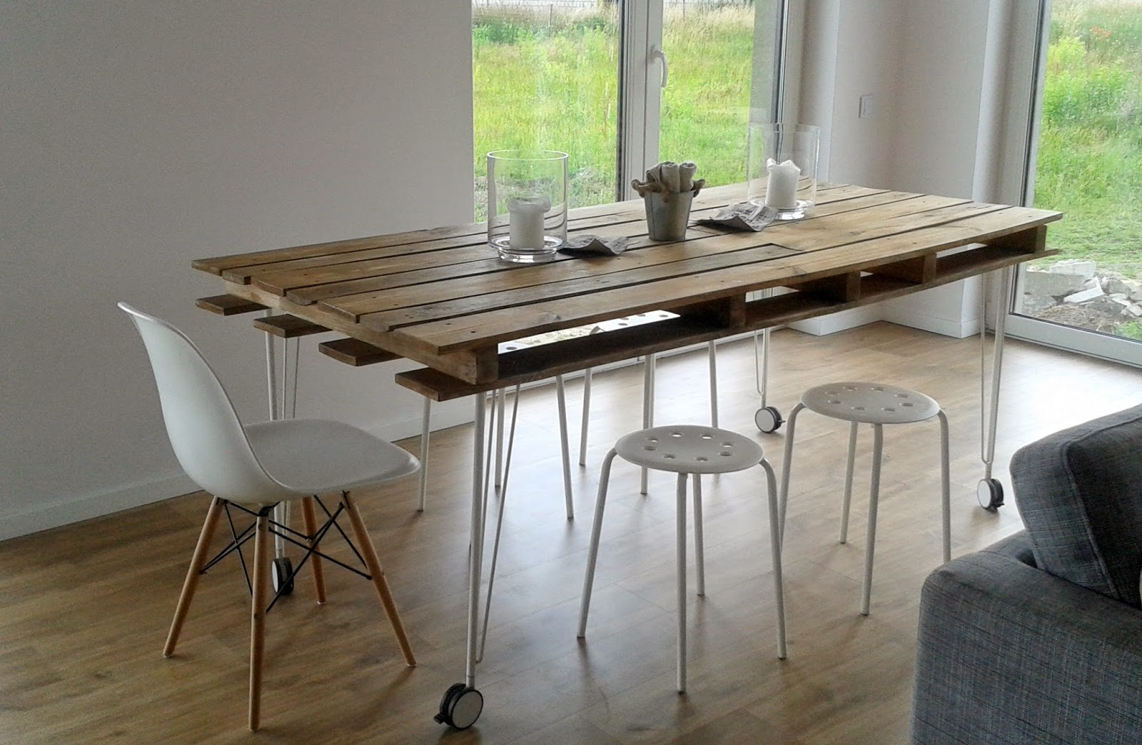 Creative ideas for making beautiful furniture from for Upcycled dining table