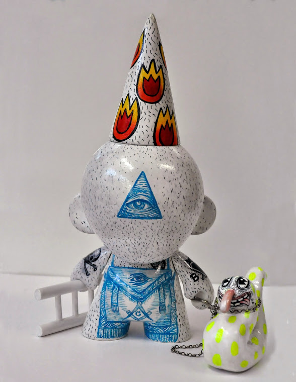 Kido - Free Mason Pet, 2013. Custom Munny by Kokimoto, 27 x 24 x 20 cm. Private collection