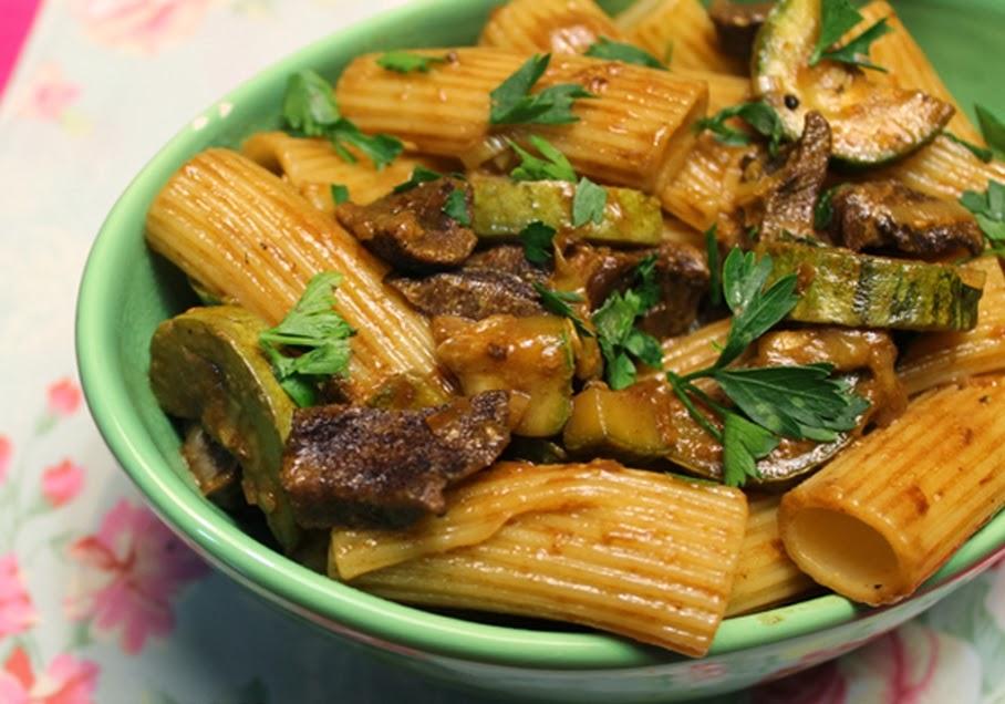 Rigatoni com Funghi e Abobrinha (vegana)