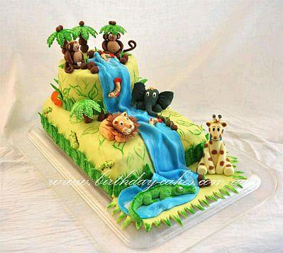 torta tienes la representación de la selva, incluidos los animales