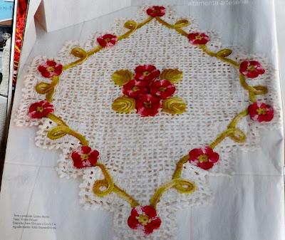 Tapete em crochê com flor