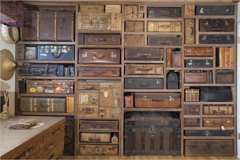 Vintage Suitcases as Storage-2.bp.blogspot.com