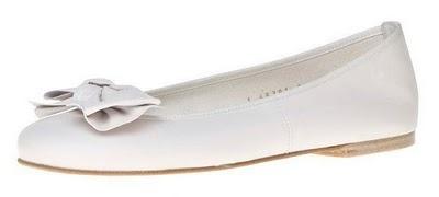 http://noviosymas.com/2010/07/zapatos-de-novia-mascaro-para-pronovias.html
