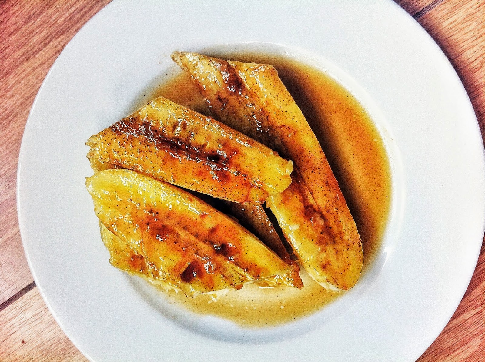 Baked bananas with a spiced sauce