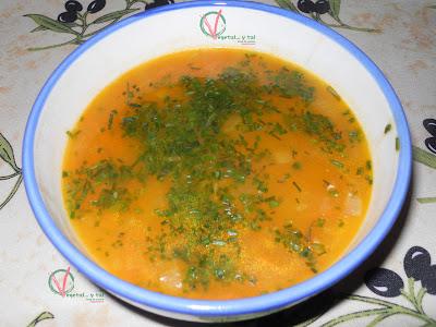 Sopa de patata y zanahoria.