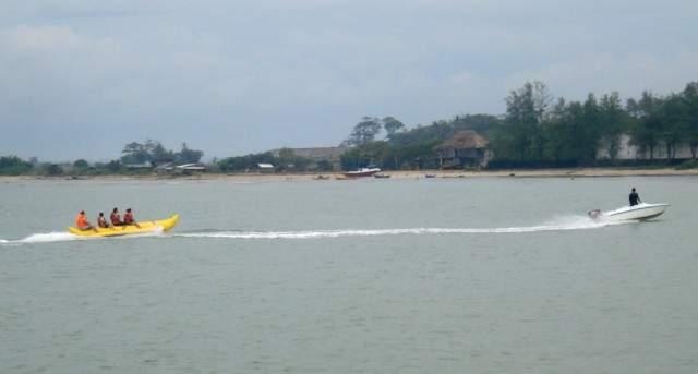 Objek wisata Pantai Bandengan 5