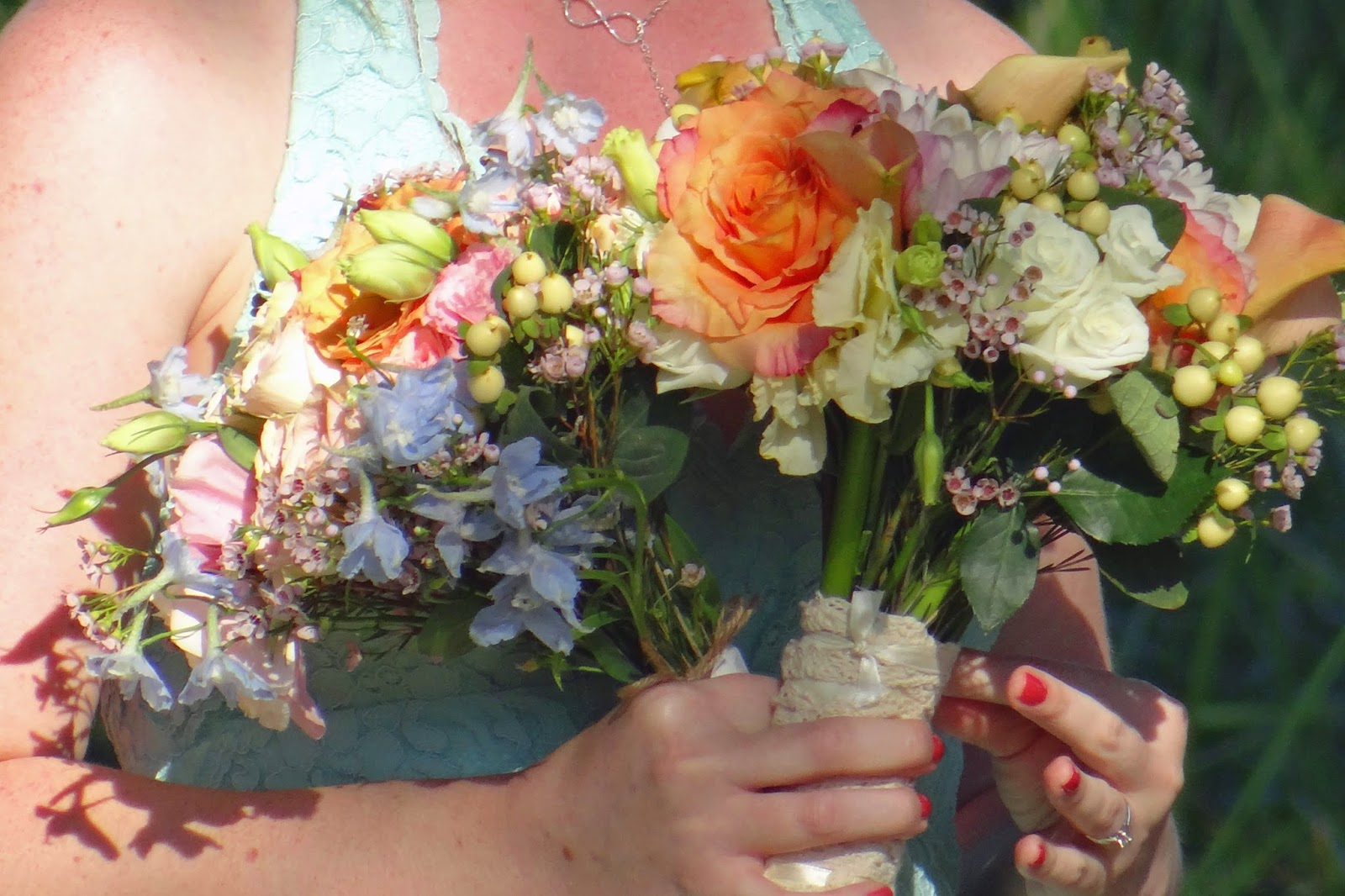 colorful romantic wedding bouquets