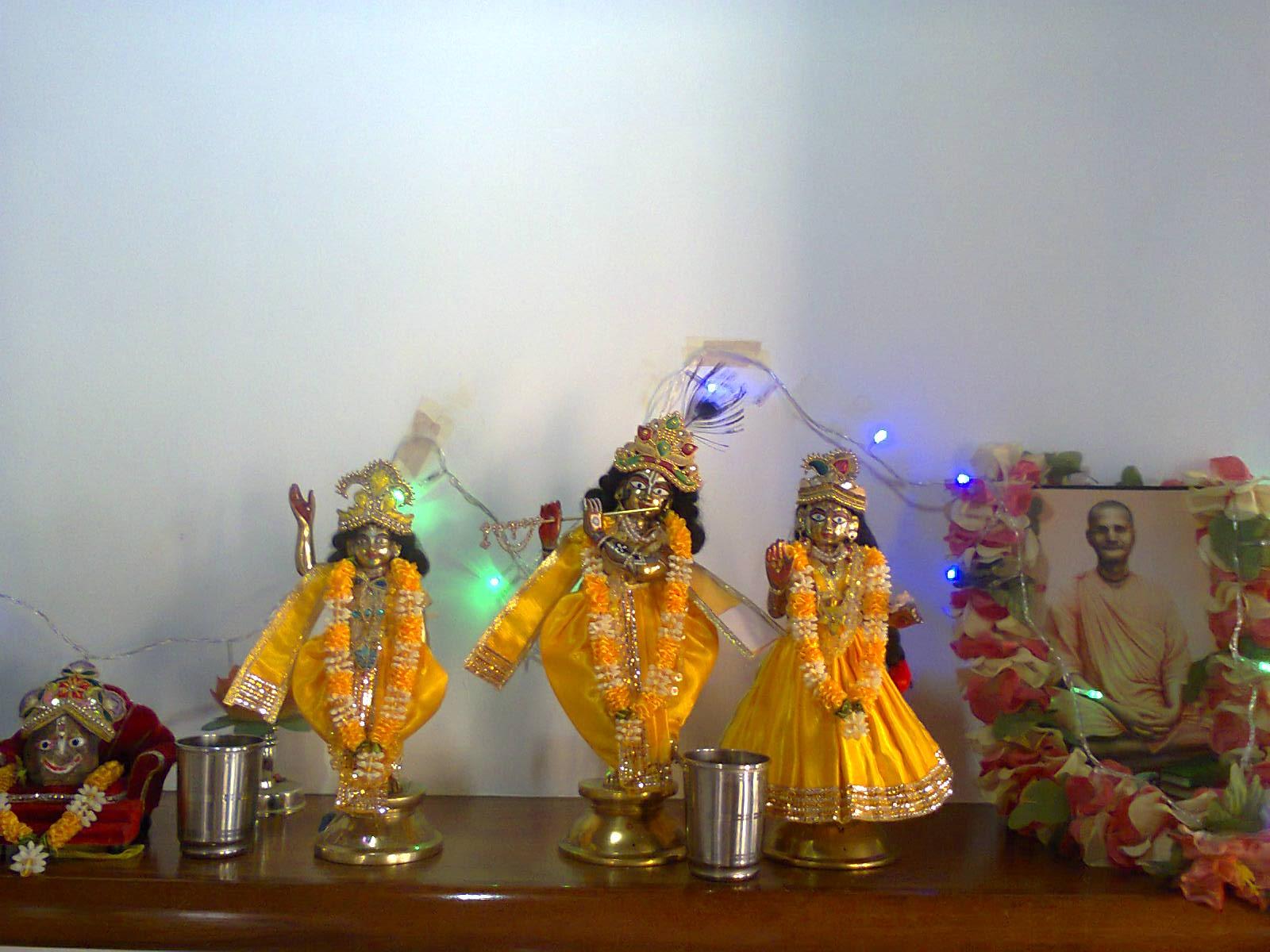 Sri Giri Raj Sri Goura Sri Sri Radha Govinda-dev - SKGM-B.H