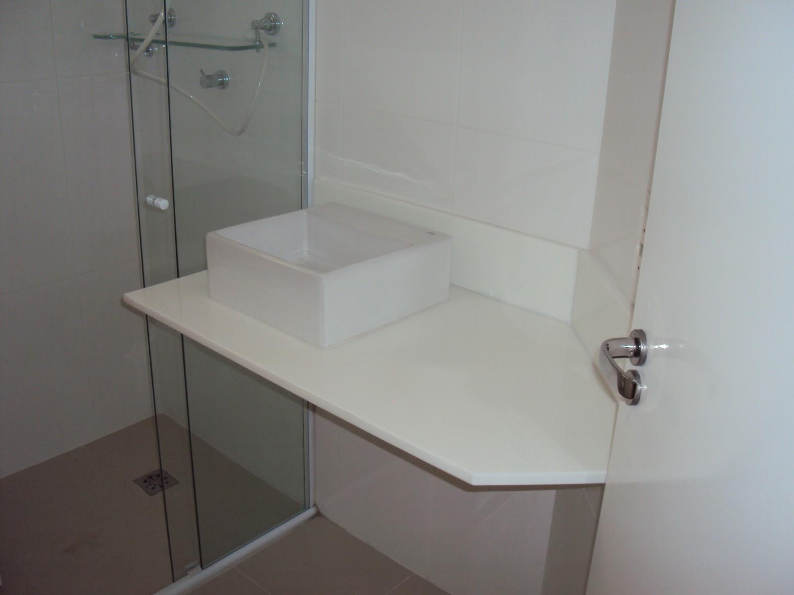 Banheiro (a pia quase entrou no box! rs) #47413C 1600x1200 Balcão Banheiro Pia