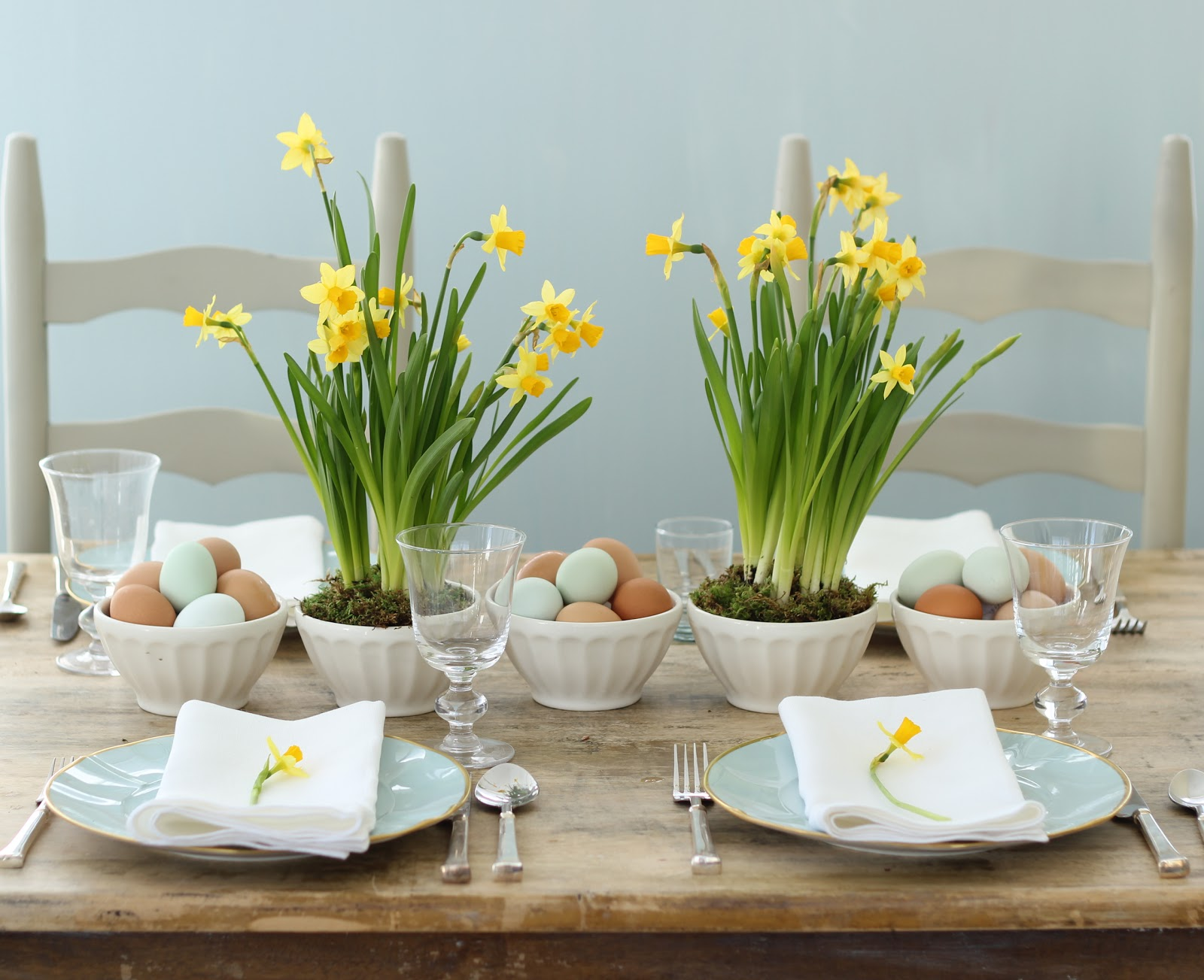 jenny steffens hobick spring easter centerpieces yellow daffodils blue eggs. Black Bedroom Furniture Sets. Home Design Ideas