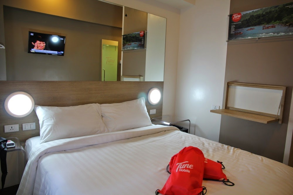Tune Hotels Double Room  People
