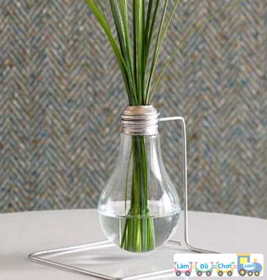 làm lọ hoa handmade từ bóng đèn