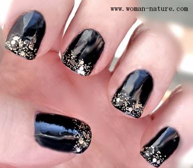 manicura en negro y dorado