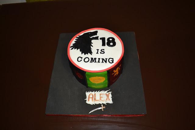 tarta fondant escudos casas juego de tronos Stark lobo cumpleaños alex 18