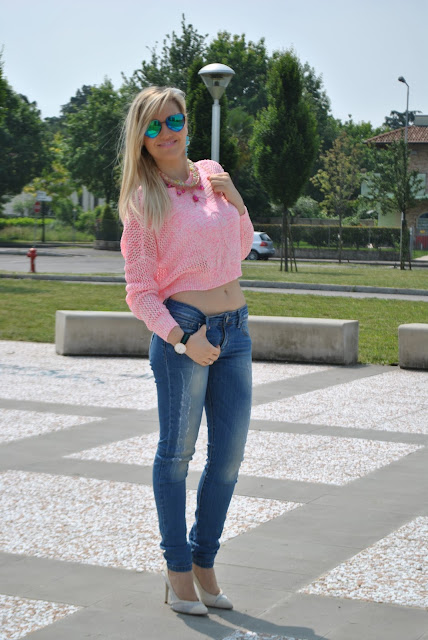 outfit crop top rosa come abbinare il crop top outfit rosa outfit casual donna mariafelicia magno fashion blogger colorblock by felym blog di moda italiani milano blogger italiane di moda jeans e tacchi outfit giugno 2015 ragazze bionde blonde hair blonde girls summer outfit how to wear crop top pink outfit  jeans and heels how to wear jeans and heels majique london
