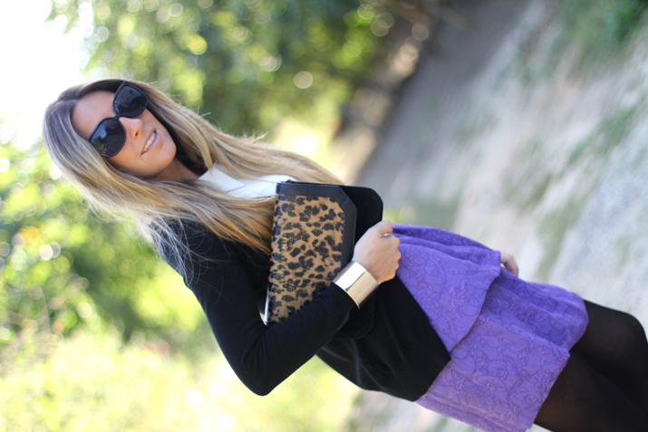 How to combine animal print clutch