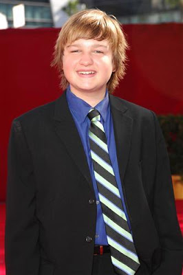 actores de cine Angus T Jones