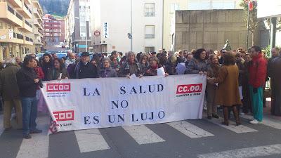 imagen de una de las recientes protestas a las puertas del Virgen del  Virgen del Castañar