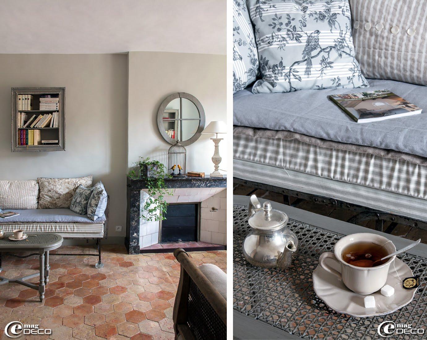 Dans une suite de la maison d'hôtes 'Hôtel de Suhard', un lit ancien transformé en banquette, coussins 'Robin du Lac', étagère-cadre 'Gabrielle Feuillard' à Bellême