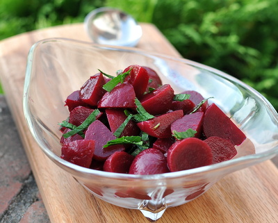 Refrigerator Pickled Beets ♥ KitchenParade.com, with canned or fresh beets, no canning required, keeps for weeks in the fridge. Vegan. Low Carb. WW1.