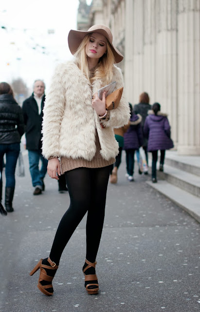 pretty+girl+in+fur.JPG