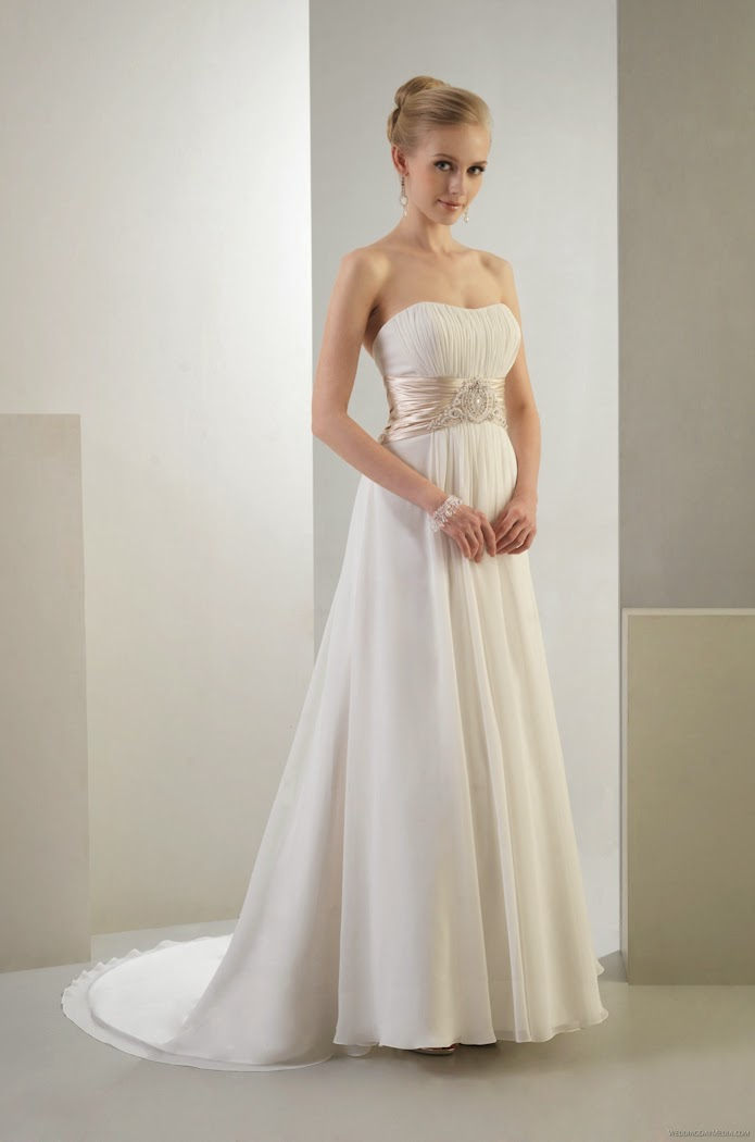 Langes schlichtes Brautkleid fliessend aus Chiffon.