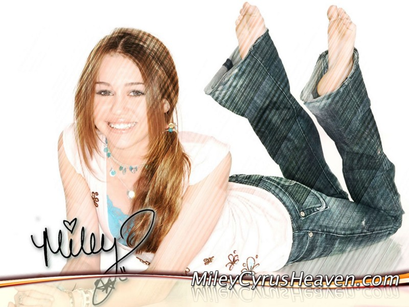 Hot Miley Cyrus Picture - Wallpaperholic