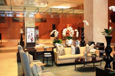 Die elegante Lobby im Ritz-Carlton Toronto © Copyright Monika Fuchs, TravelWorldOnline