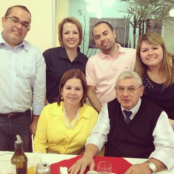 Pr. Abilio e sua espôsa Pra. Vera com os quatro filhos abençoados - Dezembro 2013