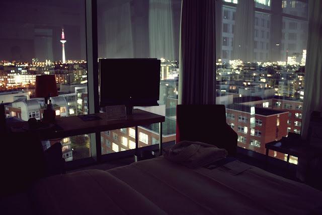 Hotel Radisson Blu Zimmer Ausblick bei Nacht