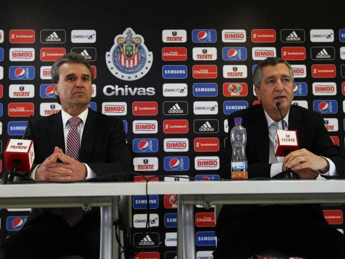 Néstor de la Torre ha regresado a la presidencia deportiva de Chivas y fue presentado este viernes por Jorge Vergara.
