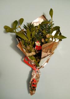 ramo de muérdago para felicitar las navidades