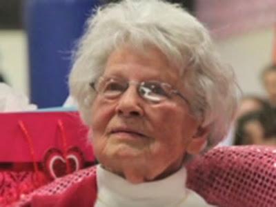 Com 99 anos, professora dos EUA diz não estar pronta para se aposentar