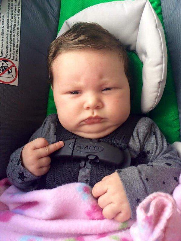 Fotos Engraçadas de bebes mostrando o dedo