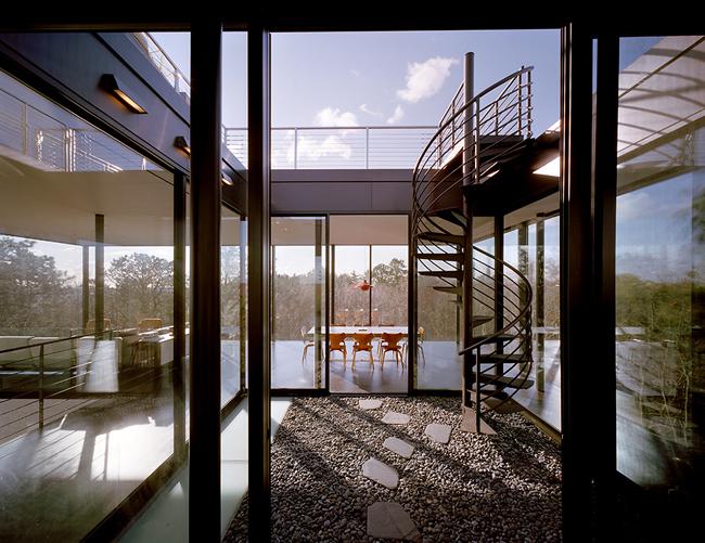 Casas minimalistas y modernas casa minimalista en el bosque for Casa minimalista vidriada