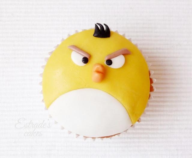 cupcakes de Angry Bird con fondant - amarillo
